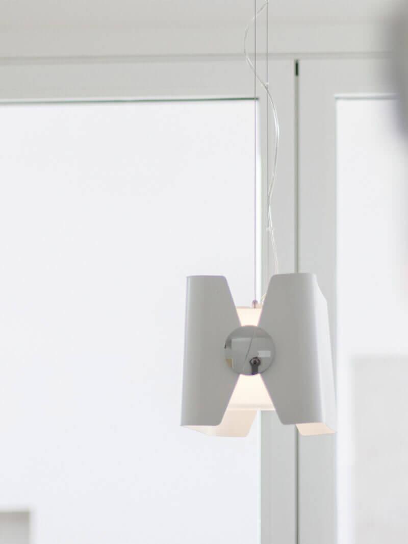 Sala con iluminación de deseño